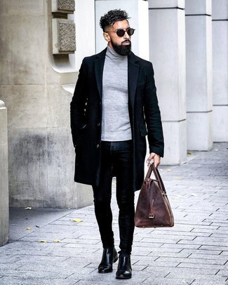 Dark Green Sunglasses Outfits For Men: One of the most popular ways for a man to style a navy overcoat is to marry it with dark green sunglasses for a casual ensemble. Switch up your getup with a more refined kind of shoes, like this pair of black leather chelsea boots.