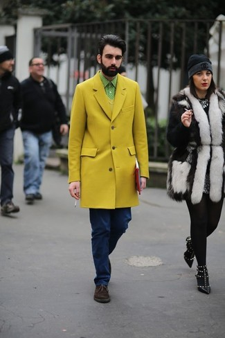 A yellow overcoat and navy jeans paired together are a total eye candy for those who love classy styles. Mix things up by wearing Topman men's Nevada Binding Desert Boots. When you have one of those dreary autumn days, sometimes only a killer outfit like this one can get you to face the outside world.
