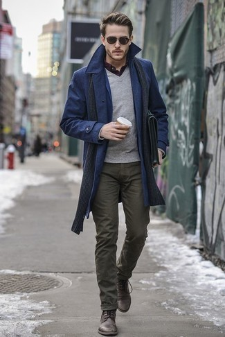 Which Overcoat To Wear With Dark Brown Casual Boots: An overcoat and olive jeans are absolute staples if you're figuring out a classic and casual wardrobe that holds to the highest sartorial standards. The whole outfit comes together when you complete your look with dark brown casual boots.