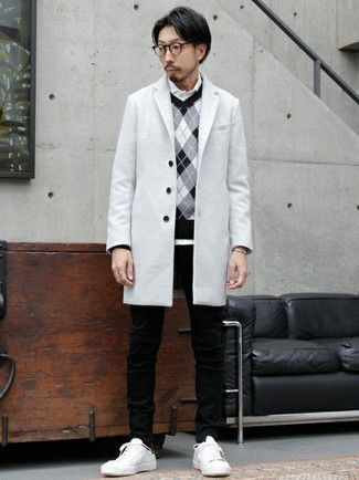 Black Jeans with White Long Sleeve Shirt Outfits For Men: Fashionable and comfortable, this casual combo of a white long sleeve shirt and black jeans provides with variety. A pair of white and red canvas low top sneakers finishes this outfit very nicely.
