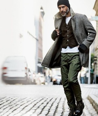 This combination of a grey herringbone overcoat and a Brixton Borrego Beanie oozes masculinity and refined elegance. Why not add black leather casual boots to the mix for a more relaxed feel? It's plain to see how this getup will keep you snug and stylish throughout the season.