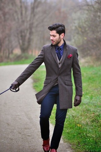 How to wear: dark brown overcoat, beige wool waistcoat, navy print dress shirt, navy chinos