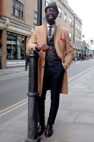 How to Wear Navy Dress Pants For Men: A camel overcoat and navy dress pants are a wonderful pairing that will earn you the proper amount of attention. If you wish to easily dial down this look with a pair of shoes, introduce a pair of burgundy leather double monks to the equation.