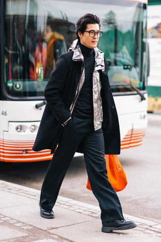 How to Wear Black Dress Pants For Men: Loving how this combination of a black overcoat and black dress pants immediately makes you look smart and refined. And if you want to instantly dress down this outfit with one single piece, introduce a pair of black leather derby shoes to the mix.