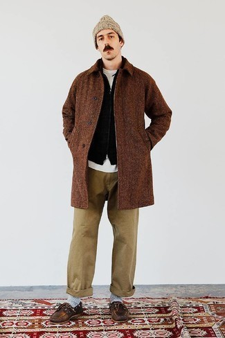 Dark Brown Leather Boat Shoes Outfits: Reach for a brown overcoat and khaki chinos for laid-back refinement with a rugged take. Rev up your outfit by slipping into a pair of dark brown leather boat shoes.