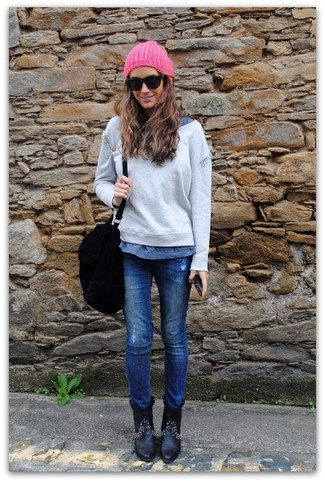 Team a blue t-shirt with blue jeans for a comfy-casual look. Why not introduce black leather ankle boots to the mix for an added touch of style?