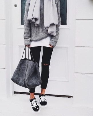 How to wear: grey knit oversized sweater, white crew-neck t-shirt, black ripped skinny jeans, black and white low top sneakers