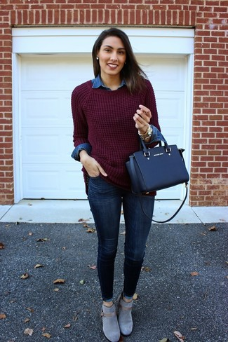 Pair an oxblood knit oversized sweater with navy skinny jeans for a lazy day look. Play down the casualness of your outfit with dark grey suede ankle boots. When it's one of those dull fall days, sometimes only a kick-ass outfit like this one can get you to face the outside world.