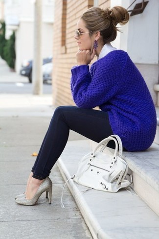 How to wear: blue knit oversized sweater, white dress shirt, black skinny jeans, silver embellished sequin pumps