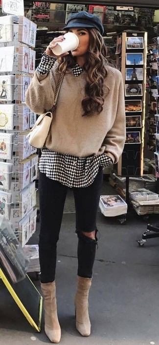 How to wear: tan oversized sweater, white and black gingham dress shirt, black ripped skinny jeans, beige suede ankle boots