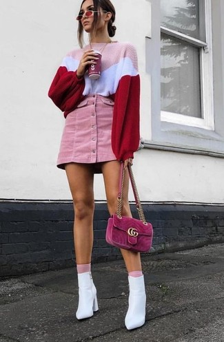 How to Wear Pink Socks For Women: If you like classic combos, then you'll like this combo of a pink knit oversized sweater and pink socks. Clueless about how to finish? Introduce white leather ankle boots to this getup to dial up the glam factor.