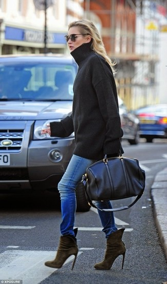 How to wear: black oversized sweater, blue skinny jeans, olive suede ankle boots, black leather duffle bag
