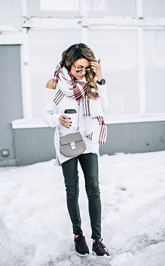 How to wear: white oversized sweater, black leather skinny jeans, dark brown athletic shoes, grey leather crossbody bag