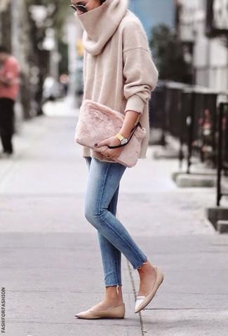 How to wear: beige oversized sweater, light blue skinny jeans, tan leather loafers, pink fur clutch