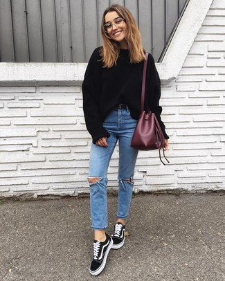 How to wear: black oversized sweater, light blue ripped skinny jeans, black suede low top sneakers, burgundy leather bucket bag