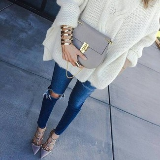 How to wear: white knit oversized sweater, navy ripped skinny jeans, grey leather pumps, grey leather crossbody bag