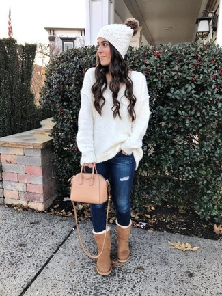 How to wear: white knit oversized sweater, navy ripped skinny jeans, tan uggs, pink leather tote bag