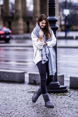 How to wear: white oversized sweater, black skinny jeans, charcoal uggs, grey scarf