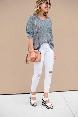 How to wear: grey oversized sweater, white ripped skinny jeans, white leather wedge sandals, tan leather crossbody bag