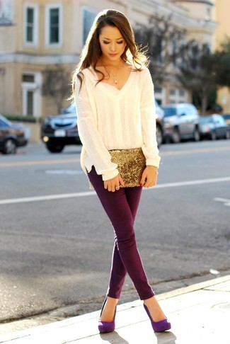 How to Wear Violet Suede Pumps: Pair a beige oversized sweater with burgundy skinny pants to bring out the chic in you. Boost the dressiness of your getup a bit by slipping into a pair of violet suede pumps.