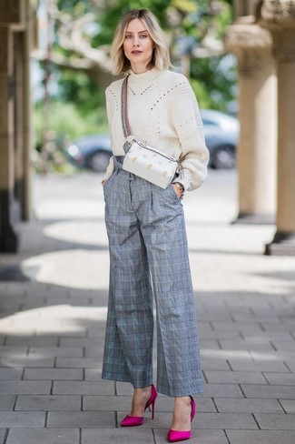 Plaid Pants Outfits For Women: This combination of a beige knit oversized sweater and plaid pants is an interesting balance between fun and chic. When it comes to shoes, go for something on the classier end of the spectrum and finish your look with hot pink satin pumps.