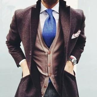 Tenue: Pardessus marron foncé, Cardigan marron clair, Chemise de ville blanche, Pantalon de costume en laine à carreaux gris