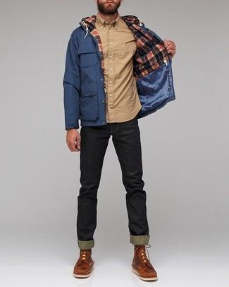 Cómo combinar: parka azul marino, camisa de manga larga marrón claro, vaqueros pitillo negros, botas casual de cuero marrónes