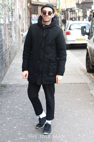 How to Wear Navy Low Top Sneakers For Men: For a goofproof relaxed casual option, you can never go wrong with this combination of a black parka and black chinos. Navy low top sneakers complement this outfit very nicely.