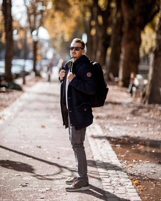 How to wear: navy parka, white crew-neck sweater, grey cargo pants, olive athletic shoes