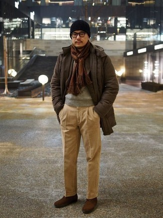 Brown Scarf Outfits For Men: This bold casual combination of a dark brown parka and a brown scarf is super easy to throw together in no time, helping you look amazing and ready for anything without spending a ton of time combing through your wardrobe. Hesitant about how to finish off this look? Finish with brown suede casual boots to turn up the fashion factor.