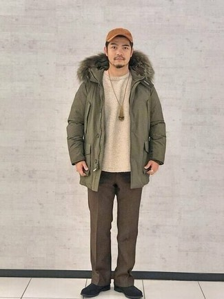 Beige Crew-neck Sweater Smart Casual Outfits For Men: Such staples as a beige crew-neck sweater and brown chinos are the ideal way to introduce effortless cool into your daily collection. Put a different spin on an otherwise standard outfit by rounding off with black suede chelsea boots.