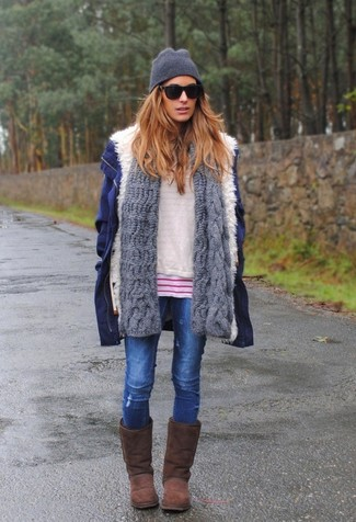 Wear a navy parka and blue ripped skinny jeans for a relaxed take on day-to-day wear. Bring playfulness to your look with brown uggs. A great example of comfortable fashion, this ensemble must be in your front hall closet when winter weather settles in.
