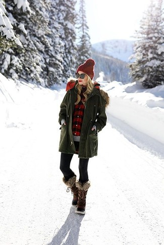 We all look for comfort when it comes to dressing up, and this combination of an olive parka and black leggings is a good illustration of that. Look at how well this outfit is complemented with dark brown snow boots. This getup proves that cold weather needn't herald the absence of style.