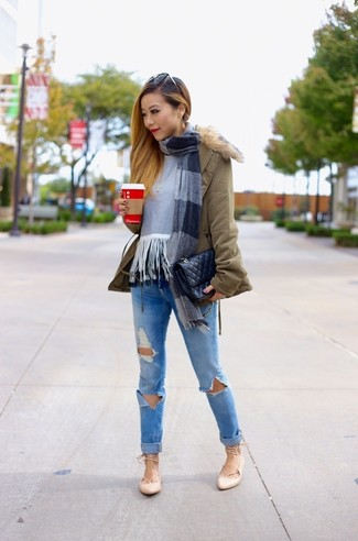 How to wear: olive parka, grey fringe crew-neck sweater, blue ripped skinny jeans, beige leather ballerina shoes
