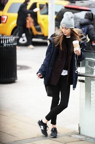A navy blue parka and black skinny jeans is a smart combination worth integrating into your wardrobe. Round off this look with black low top sneakers.