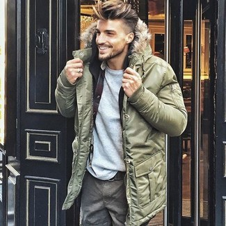 Team an olive parka with grey cargo pants for a comfy-casual look. When staying inside on a cold winter day is not possible, this getup just might get you through the day.