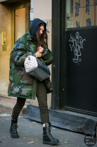 How to wear: dark green camouflage parka, black hoodie, olive print skinny jeans, black leather lace-up flat boots