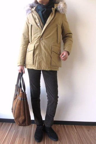 How to wear: yellow parka, dark brown corduroy jeans, black suede desert boots, brown suede tote bag