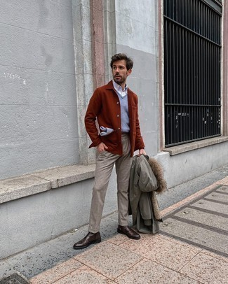 500+ Winter Outfits For Men: This smart casual pairing of an olive parka and beige dress pants is very easy to put together without a second thought, helping you look stylish and prepared for anything without spending too much time searching through your closet. Let your outfit coordination sensibilities really shine by completing your ensemble with dark brown leather brogue boots. In the winter months, when practicality is critical, it can be easy to settle for a less-than-stylish outfit. This outfit, however, is a bright example that you can actually stay warm and remain equally stylish in the winter months.