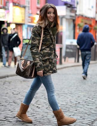 How to Wear Light Blue Skinny Jeans: An olive camouflage parka and light blue skinny jeans make for the ultimate cool-girl's casual getup. To give your overall ensemble a more casual finish, complement this ensemble with a pair of brown uggs.