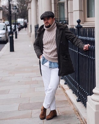 Flat Cap Outfits For Men: A dark brown parka and a flat cap are a savvy look to add to your daily outfit choices. Make brown suede casual boots your footwear choice to instantly spice up the ensemble.