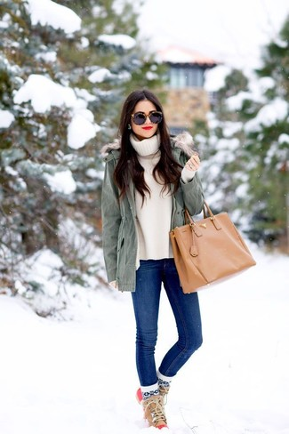 How to Wear Tan Snow Boots For Women: A grey parka and blue skinny jeans are among the crucial pieces of a versatile off-duty sartorial collection. Why not go for tan snow boots for an easy-going feel?