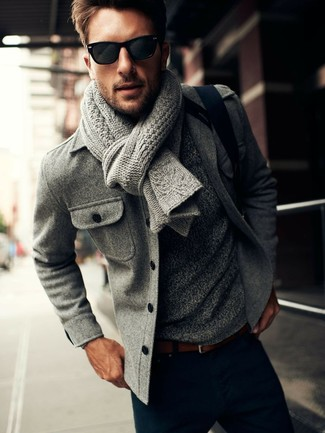 This combination of a grey pea coat and navy blue casual trousers is perfect for a night out or smart-casual occasions.