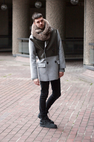 How to wear: grey pea coat, grey crew-neck sweater, black skinny jeans, black suede casual boots