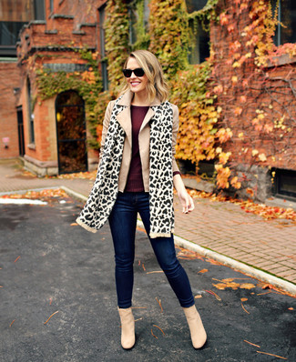 How to wear: beige pea coat, burgundy long sleeve t-shirt, navy skinny jeans, beige suede ankle boots