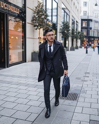 Black Leather Oxford Shoes Outfits: A navy pea coat and a navy three piece suit are a classy ensemble that every modern gent should have in his closet. When not sure as to what to wear on the footwear front, complete this outfit with black leather oxford shoes.