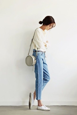 Master the effortlessly chic look in a peasant blouse and blue jeans. For the maximum chicness throw in a pair of white canvas low top sneakers. This getup is absolutely great to welcome the springtime.