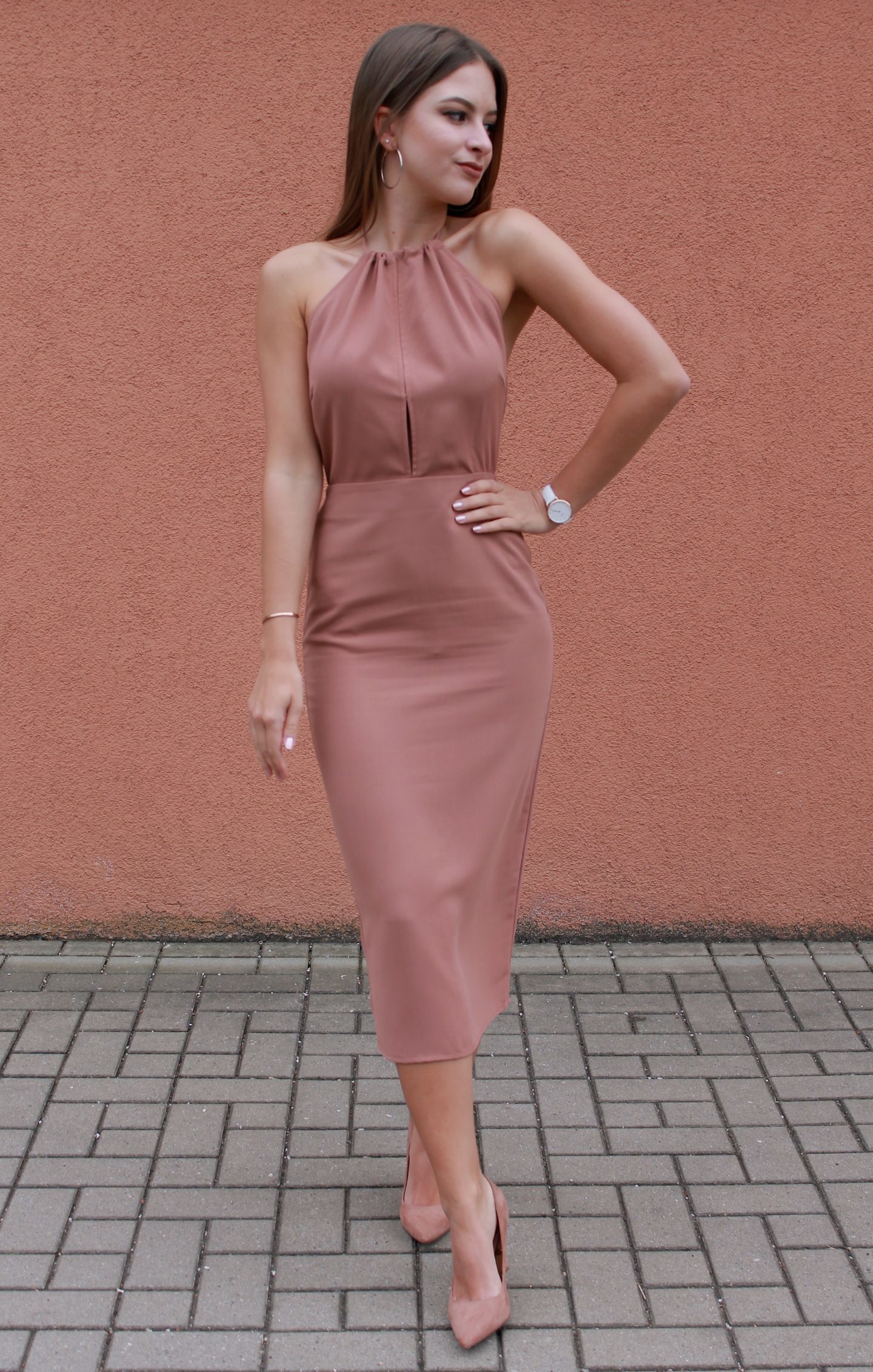 8b07e2659acc How to Wear a Pink Bodycon Dress (14 looks   outfits)