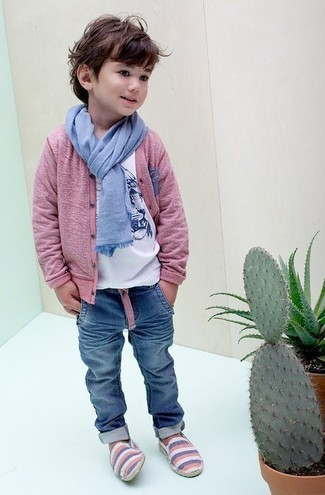 How to Wear Blue Jeans In Spring For Boys: Suggest that your tot go for a pink cardigan and blue jeans for a dapper casual get-up.