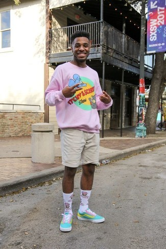 How to wear: pink print crew-neck sweater, beige shorts, aquamarine canvas low top sneakers, white print socks